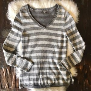 EDDIE BAUER Gray Striped Long V-neck Sweater MED